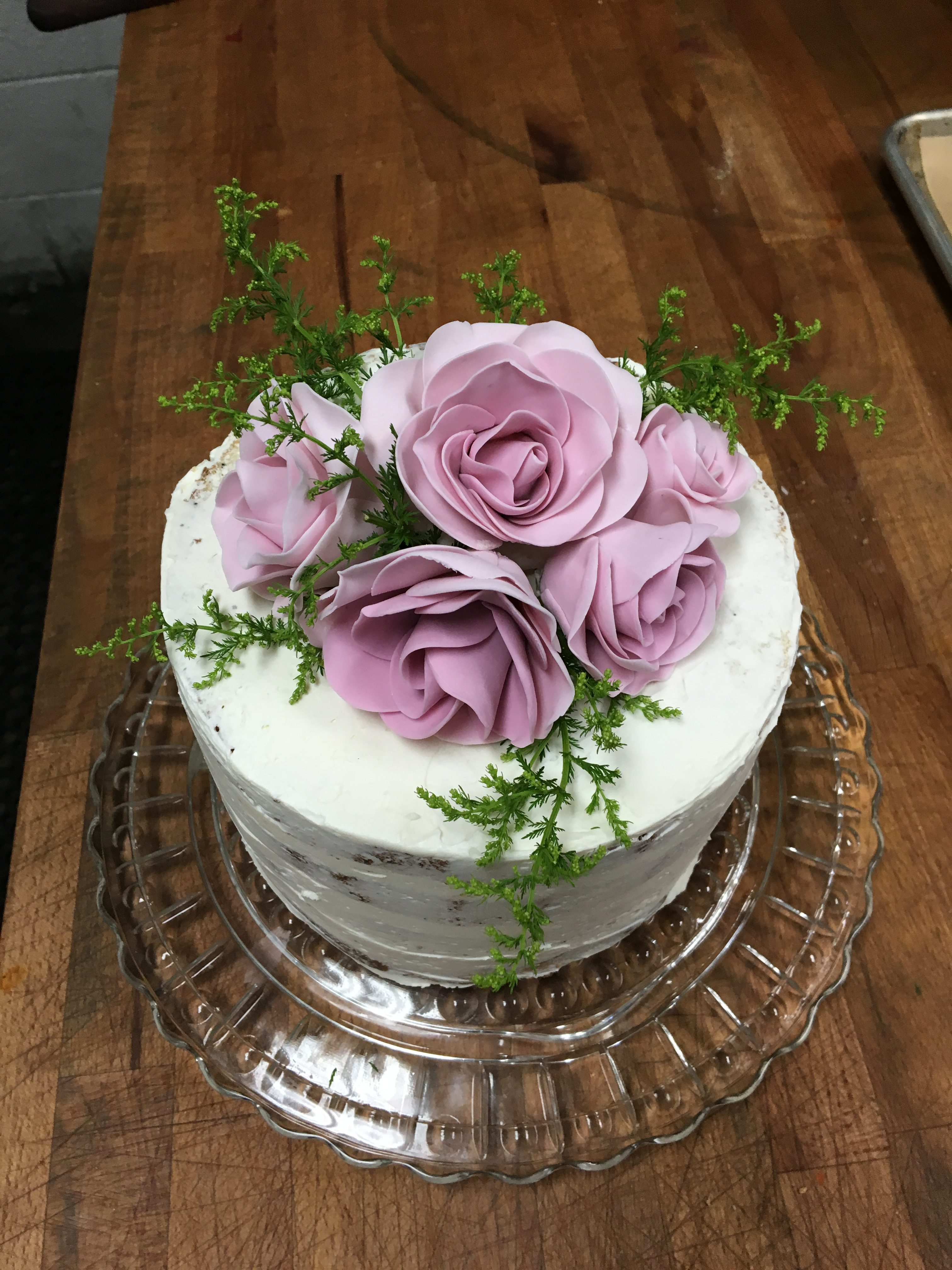 White salmon baking company cakes cake4roses dhlflorist Image collections